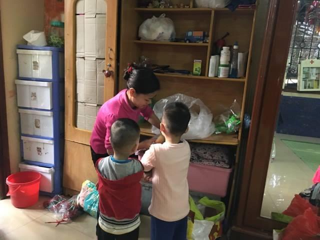 Người mẹ chăm sóc những đứa con bị bỏ rơi nơi cửa Phật